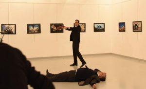 Il momento dell'omicidio dell'ambasciatore Karlov